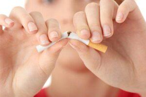 Stoppen met roken, breken sigaret